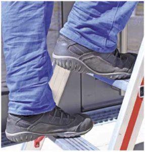 festes Schuhwerk beim Arbeiten mit Leitern
