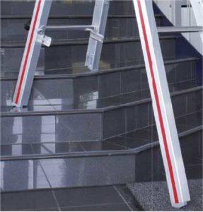 Auf Treppen Treppenstehleiter verwenden